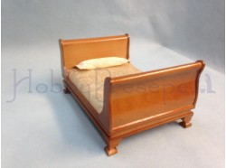 Letto in legno verniciato con materasso e cuscino - Casa Bambole