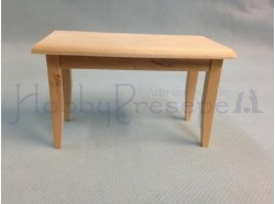 Tavolino in legno chiaro grezzo