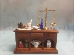 Casa bambole - tavolo per farmacia