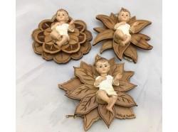 Gesù Bambino su fiore in legno d\'ulivo